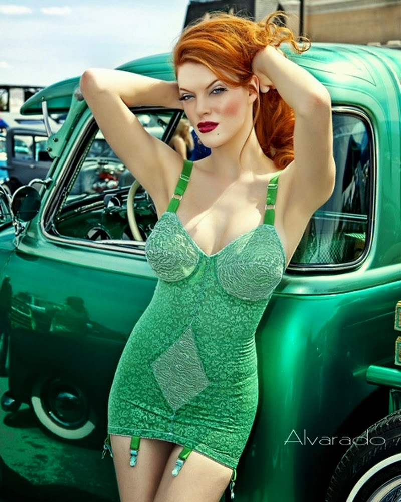 Robert Alvarado pinup photographer | Redhead wearing Green | Lexi Sylver